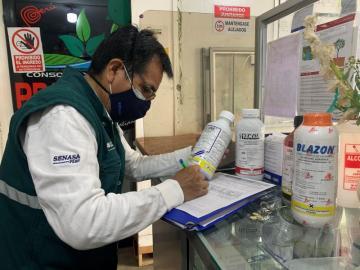 Senasa impide comercialización de plaguicidas prohibidos en Perú