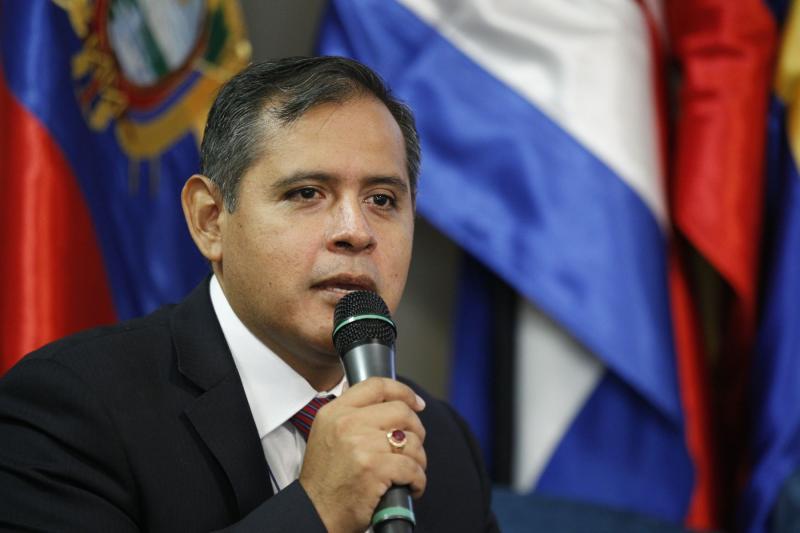 Cancillería retiró a exministro Gustavo Mostajo del cargo de agregado ante la FAO