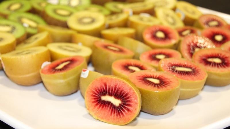¿Cómo atraen las frutas importadas el interés de los consumidores chinos?