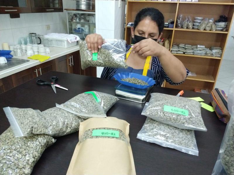 Compradores de Comercio Justo de Asia expresan su interés en concurso Taza Dorada Perú 2021
