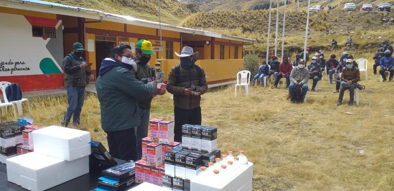 Entregan kits veterinarios para cuidado de 50 mil cabezas de ganado en Tambo Yanacachi