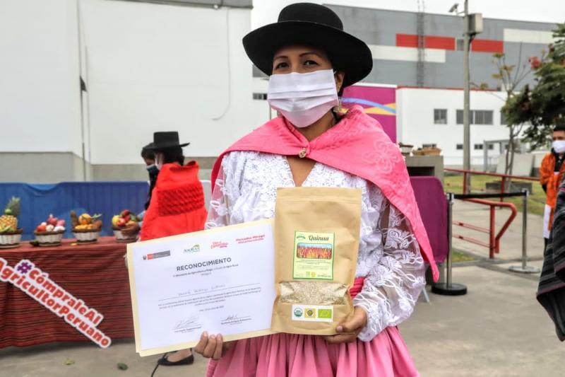 """Productores en todo el país son condecorados con la Medalla """"Ministerio de Agricultura y Riego"""""""