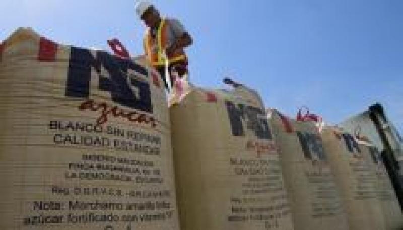 Titulares del Minagri y Mincetur se reúnen con congresistas para discutir importación de azúcar de Guatemala