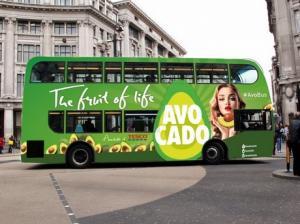 Aguacates se promocionan en autobuses y taxis de Londres