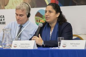 Brechas sociales limitan acceso de las mujeres a titulación de sus tierras