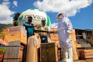 Devida entrega 500 colmenas para la producción de miel en Ayacucho