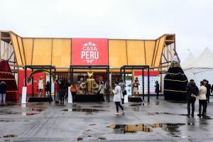 En juegos Panamericanos reconocen a empresas madereras que construyeron la Casa Perú