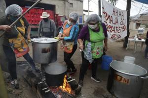 Lima: 243.200 personas dependen de las ollas comunes para recibir al menos una comida al día