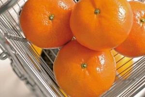 Mandarina peruana se promociona en importantes supermercados de Japón