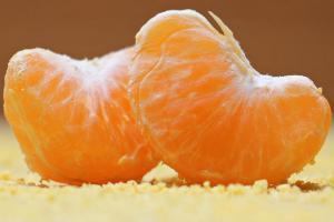 Niña muere por comer mandarina con agroquímico prohibido en Argentina