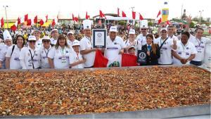 Prepararon la ensalada de aceitunas más grande del mundo en Tacna