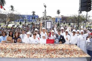 Trujillo impone Récord Guinness al preparar 784.53 kilos de ensalada de alcachofa