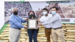 Entregan ocho certificaciones orgánicas de guano de las islas que potencia cadenas productivas de agricultura familiar