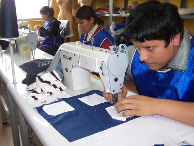 PROPONEN COMERCIALIZAR PRODUCTOS QUE ELABORAN CENTROS DE EDUCACIÓN TÉCNICA-PRODUCTIVA