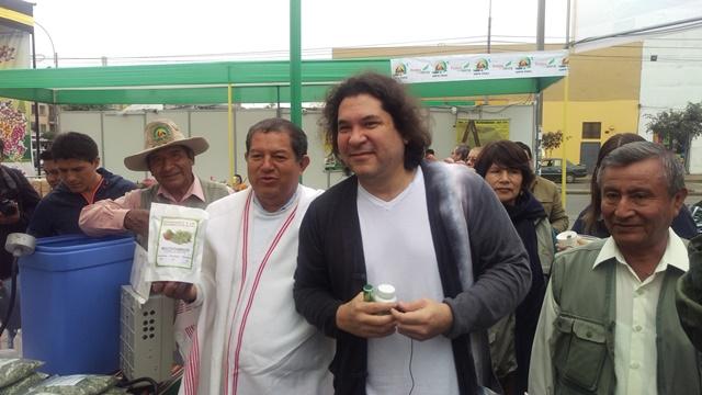 PARA LOS PERUANOS LA AGRICULTURA IMPORTANTE ES LA QUE LLENA LA MESA Y ESA VIENE DE LA PEQUEÑA AGRIC...