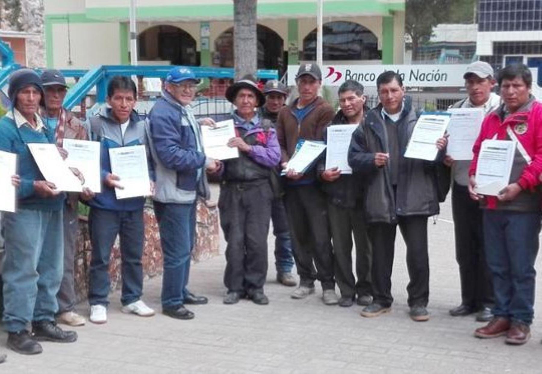 ANA entrega licencias de uso de agua a 2.315 agricultores de Huancavelica
