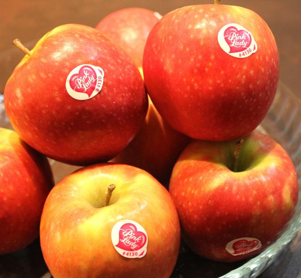 China: falsifican etiquetas en las frutas para hacerla pasar por importaciones de alta calidad
