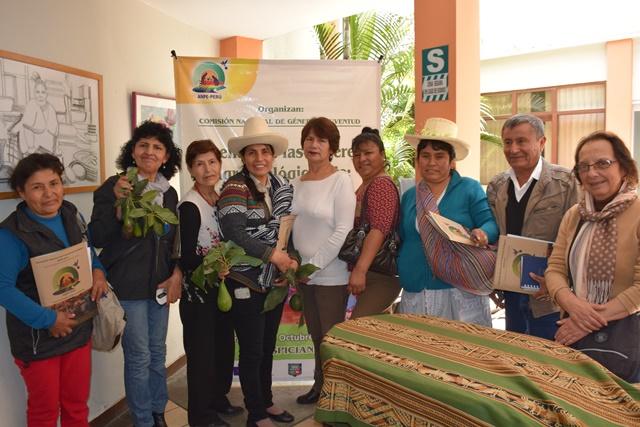 """""""Es cierto que hay mayor participación de las mujeres en la agroexportación, pero debemos pregun..."""