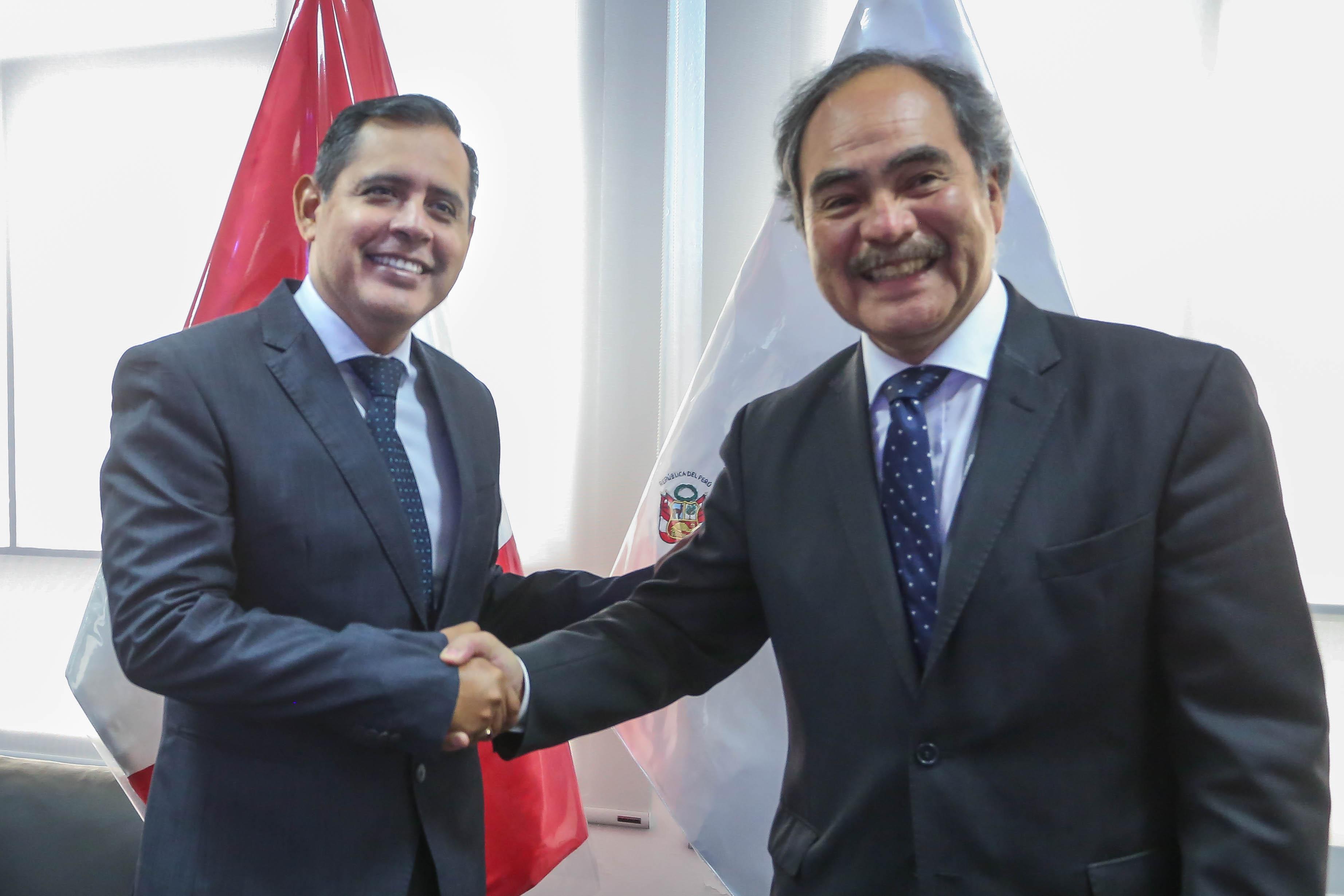 Ministro Mostajo se reunió con presidente de Adex, quien le reiteró pedido de extender la Ley de P...
